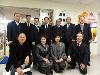 県人会事務局前にて記念写真