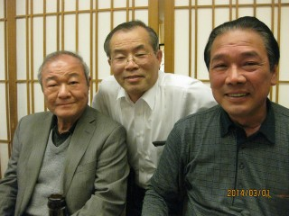 左から加藤副会長、辻本会計監査、原田会長