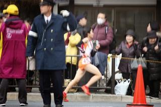 3区(3㎞)。熱い声援を受けて、京都御所の横を