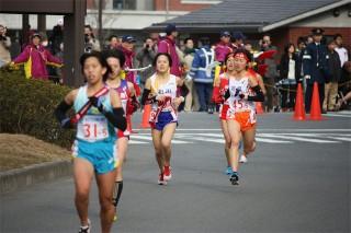 第5区(4.1075㎞)4区の猪原千佳選手からタスキを受けてレースは、